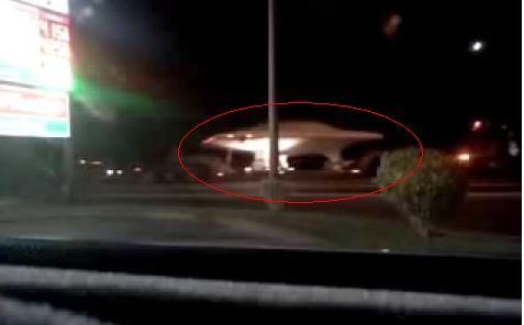 飞碟?美国神秘51区卡车趁夜色运载疑似UFO