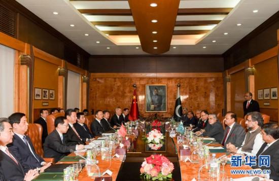 4月21日,国家主席习近平在伊斯兰堡会见巴基斯坦总统侯赛因。新华社记者 李学仁 摄