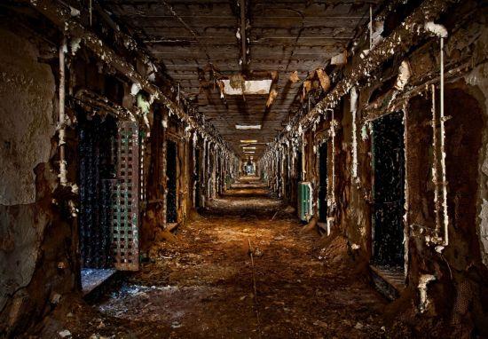 探秘美国霍姆斯堡监狱 关闭20年阴森恐怖依旧