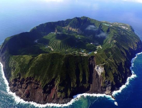 日本火山口村庄(图片来自网页截图)