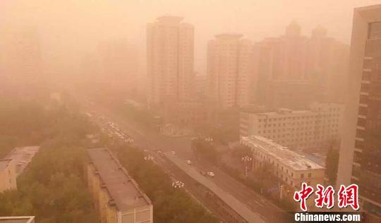 乌鲁木齐出现沙尘天气能见度不足百米(图)