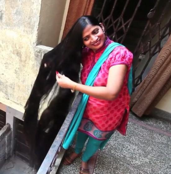 印女子头发长2.1米或破吉尼斯世界纪录【组图】
