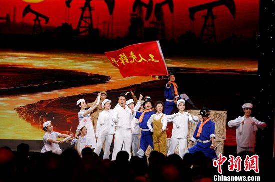 """2015年庆祝""""五一""""国际劳动节特别节目在京举行"""