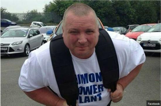 英男子扛起重逾1吨6人超过十秒破世界纪录
