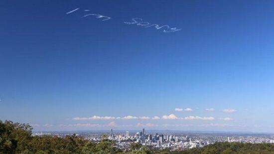 """犯大错?澳男子用飞机在空中写下""""对不起""""(图)"""
