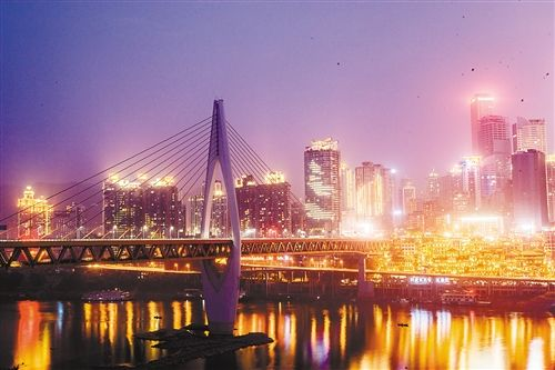 厮门嘉陵江大桥夜景.  特约摄影 苏思-千厮门嘉陵江大桥今日正式通图片