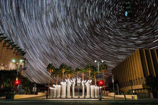 美摄影师拍摄延时短片 都市重现银河之美