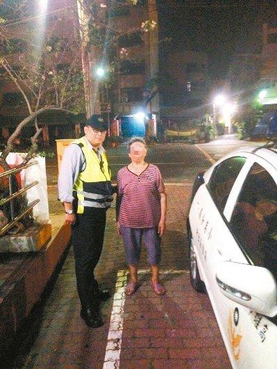 """81岁妇人半夜逛墓园警察以为""""见鬼了""""(图)"""