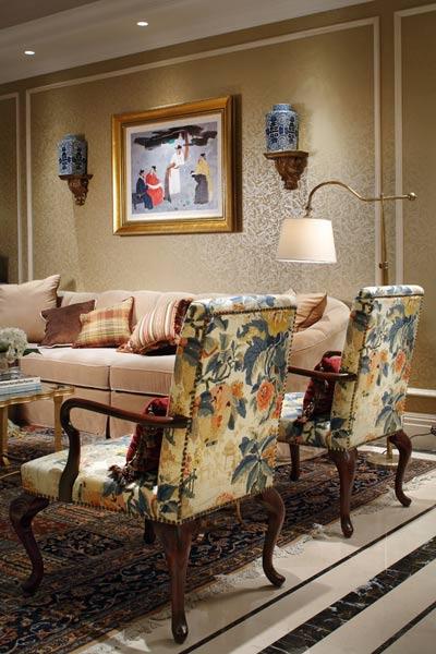 客厅的立面运用了西方的绘画技法