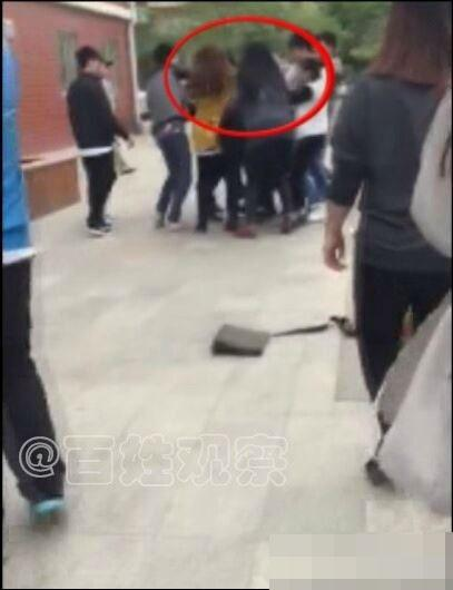 郑州多名女老师与男学生互殴 致一名老师流产