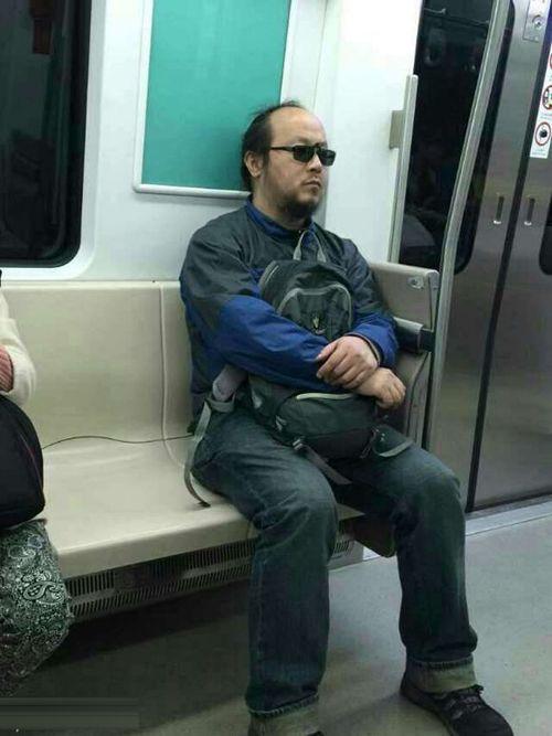 窦唯乘地铁