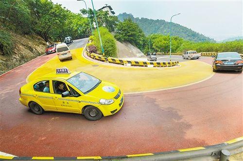 沙坪坝三百梯公路改造完成 全线油化 弯道变彩色
