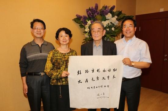 著名经济学家,北京大学教授厉以宁夫妇参观大唐西市