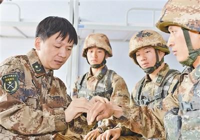瞽者军医破格提降低档职称作战致残立一等军功