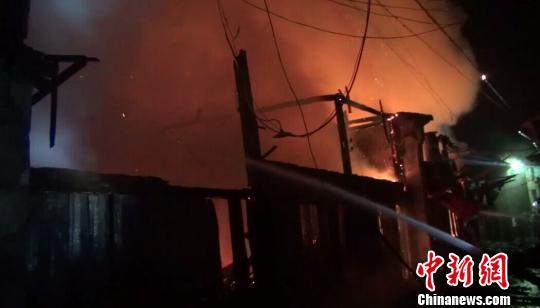 浙江鄞州半夜火烧连营十余间民房被毁无人员伤亡