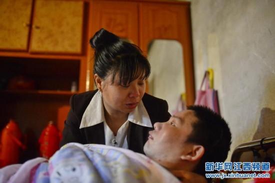江西吉水县:守护三年唤醒植物人丈夫 妻子盼奇