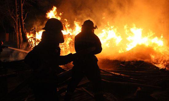 湟中县多巴镇木材加工厂深夜起火 火灾原因正在调查之中