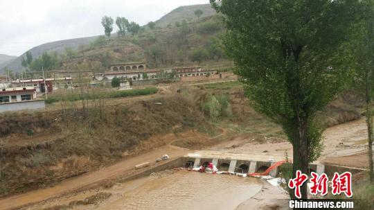 长庆油田采油厂再发原油管线破裂致污油流入延河