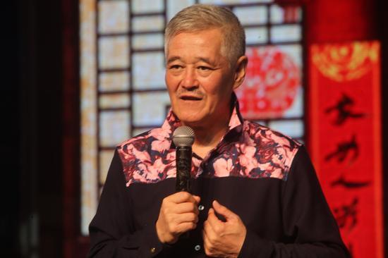 赵本山五一亮相演出 观众最初怀疑是模仿秀