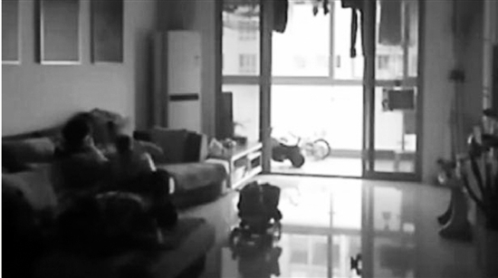 保姆虐9个月大婴儿引网络口水战保姆:冤死了