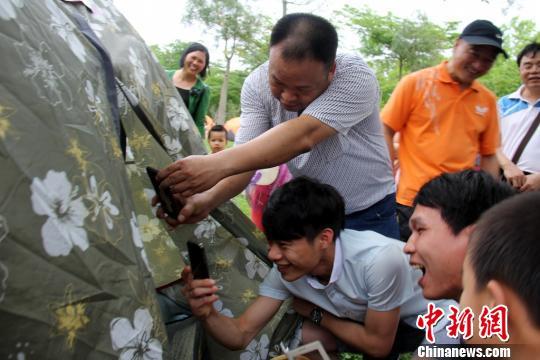 广东清远举办帐蓬相亲节好事者偷拍吓坏相亲男女
