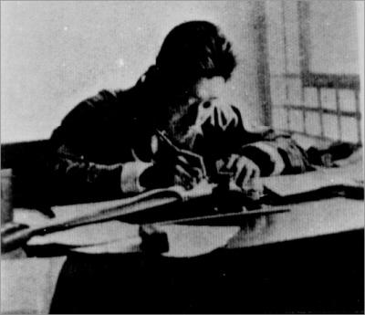 抗日士兵曾用一杆三八步枪连开数枪击夕阳军机