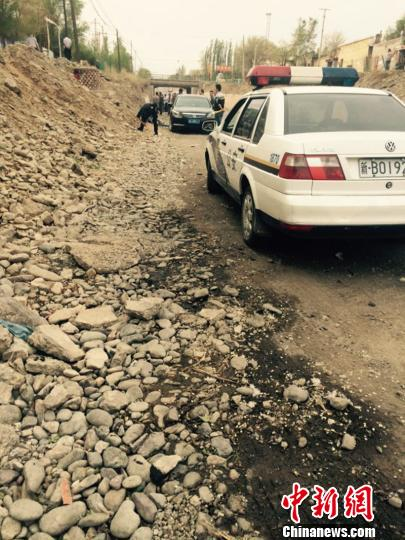 新疆女孩走失11小时发现尸体村民自发连夜搜寻