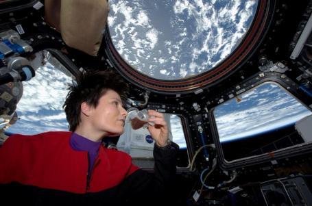 意大利女宇航员在太空冲咖啡成世界首例(图)