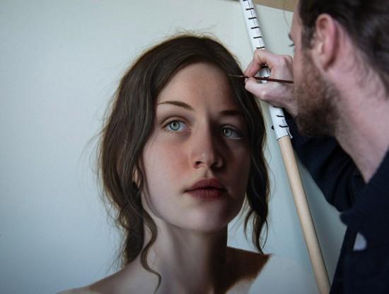 意大利画家创作逼真人物肖像 毛孔清晰可见