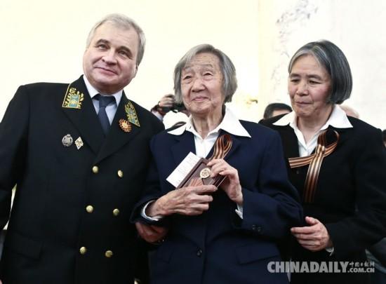 32名中国老兵获颁俄罗斯卫国战争胜利70周年纪念奖章