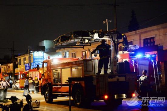 区民壮路62号一幢两层楼民宅倒塌,据记者了解,当时一楼有居民