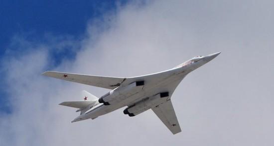 俄143架飞机参加阅兵彩排 战机拼出