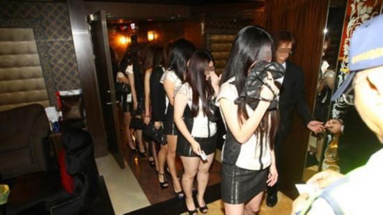 台湾台北市警察大举扫黄 突查陪唱陪酒现象