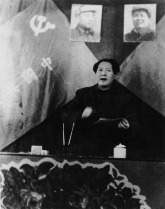 共在西柏坡召开七届二中全会,毛泽东做工作报告-揭毛泽东鲜为人知图片