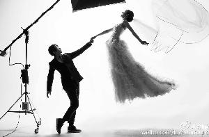 刘谦晒婚纱照宣布婚讯女方疑已怀孕(图)