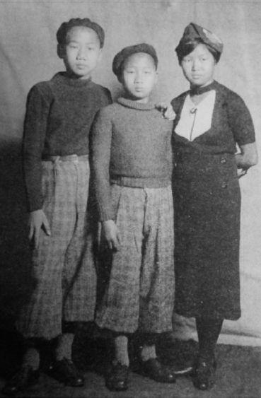 毛岸英(左)、毛岸青(中)与蔡和森女儿蔡妮(右)在莫斯科合影