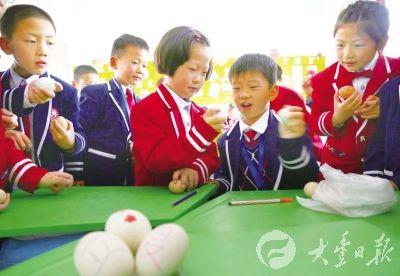 大丰城东实验小学小学进行斗蛋比赛迎立夏南湖对口东园中学学生图片