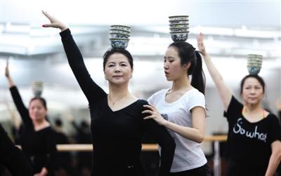 北京5位大妈把广场舞跳上春晚 被赞优雅女神