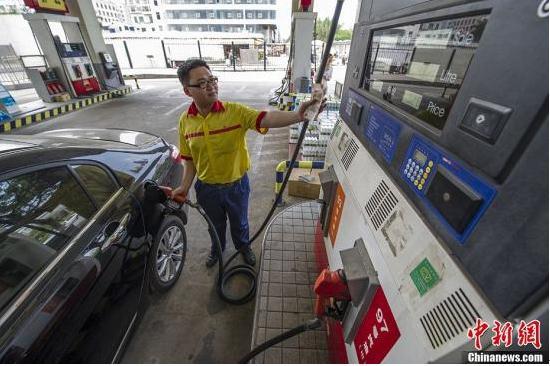 """国内油价将迎""""三连涨""""多地汽柴油批发价提前上调"""