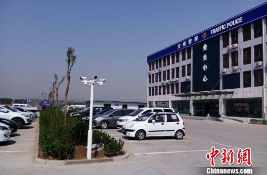 邢台县交警大队违法处理室已经入驻邢台旧机动车交易市场内。 崔涛 摄