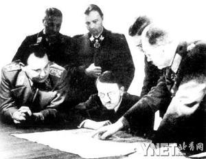 希特勒与德军高级将领研究阿登战役作战部署