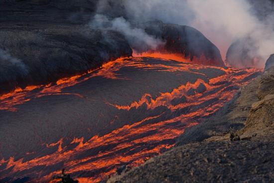 德摄影师环球40次追逐火山惊艳美景