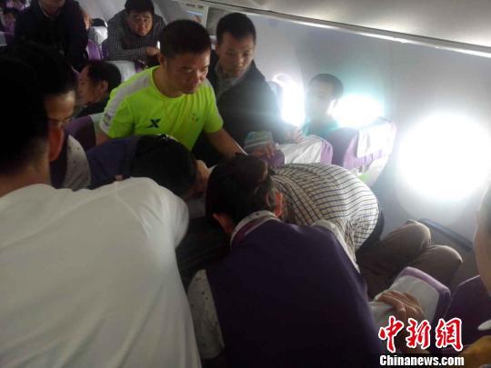 湘雅二医院医护人员万米高空航班上营救突发晕