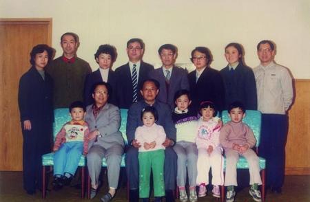 胡耀邦子女揭秘:四个孩子为何有三个姓氏?