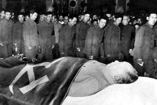 毛泽东去世后中共高层的权力暗战 四人帮 逼宫 失败内幕