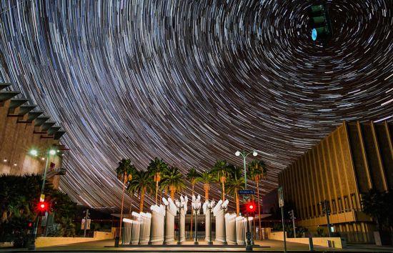 摄影师记录洛杉矶绝美星空 警示光污染危害