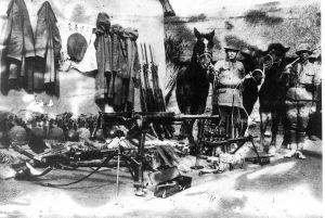 """1943年3月,新四军在盐阜区反""""扫荡""""作战中连续作战50天。图为陈集战斗中的缴获品。"""