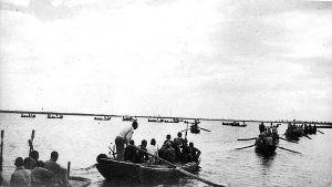 屡建奇功的白洋淀水上游击队――雁翎队。