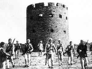 八路军攻克曲阳县下河镇日军据点。