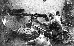 """我冀中军区第17团一部反击敌人的""""扫荡""""。"""